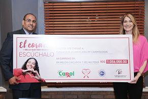 Farmacia Carol entrega donación a directivos de la Fundación Dominicana de Cardiología