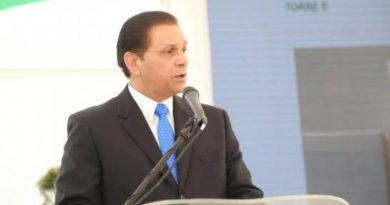 El Dr Daniel Rivera critica gobierno invierta 5 mil millones de pesos partos de haitianas