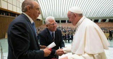 """El Papa Francisco destaca labor de médicos del """"Somos Community Care"""""""