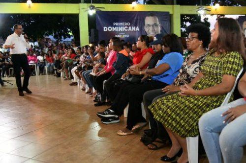 Mujeres de SDE apoyan proyecto presidencial de Andrés Navarro