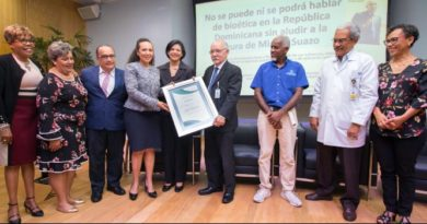 Plaza de la Salud celebra 20 años de Bioética, reconoce al doctor Miguel Suazo
