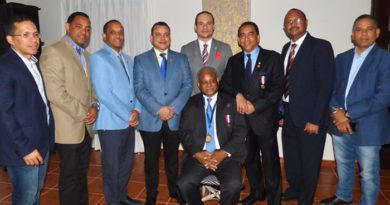 Sociedad Ortopedia entrega medalla al mérito pasado presidente doctor Andrés García