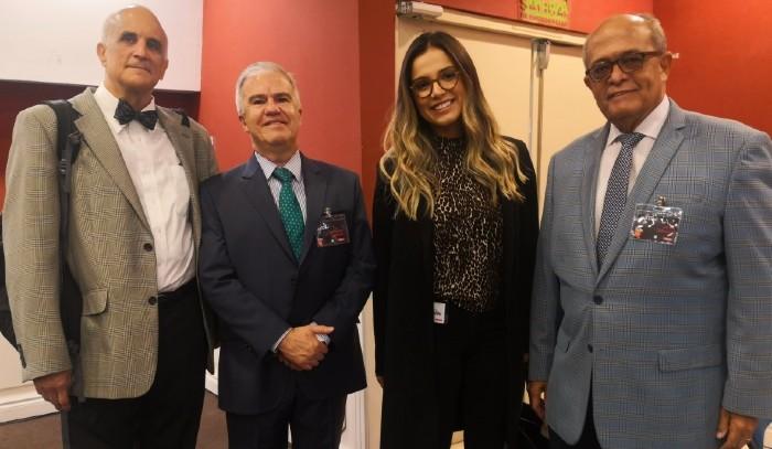 Neurólogo dominicano participa en simposio en Ecuador