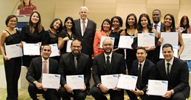 Certifican 36 nuevos especialistas en diversas ramas