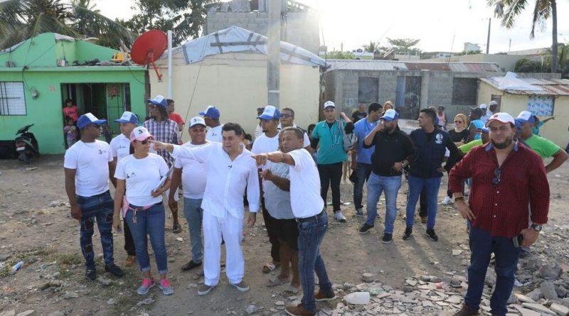 Fundación Alejandro Asmar realiza jornada médica y fumigación en Puerto Plata