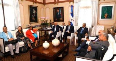 Presidente se reúne con autoridades de salud para tratar medidas contra coronavirus