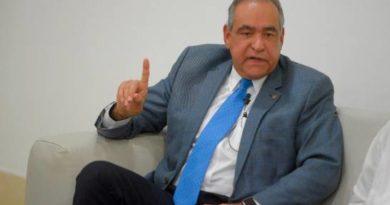 Julio Amado Castaños Guzmán, estable tras sufrir accidente isquémico