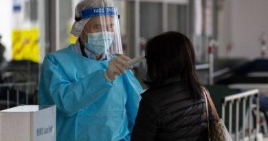 Autoridades chinas rebajaron cifra de muertos por virus tras detectar errores