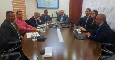 Comisión del Colegio Médico se reúne con el director DGII