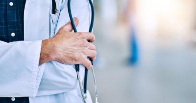 Médicos con 60 años y 20 de servicios ya pueden empezar a solicitar pensión con el 100% último salario