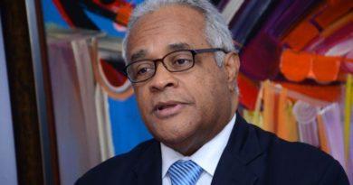 Ministro desmiente falten medicinas pacientes alto costo