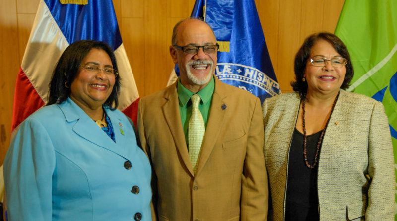 UASD y SeNaSa carnetizan estudiantes y sus familiares para recibir servicios de salud