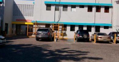 SNS aclara policías que arrastran hombres en hospital no prestan servicio en la entidad