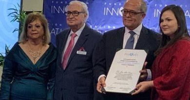 El neurólogo José Silié Ruiz recibe reconocimiento