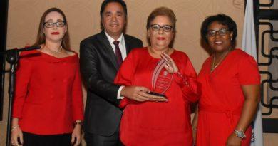 Sued auspició reconocimiento a mujeres cardiólogas