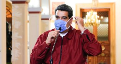 """Maduro pidió a los venezolanos fabricar tapabocas artesanales """"con creatividad"""" para combatir el coronavirus."""