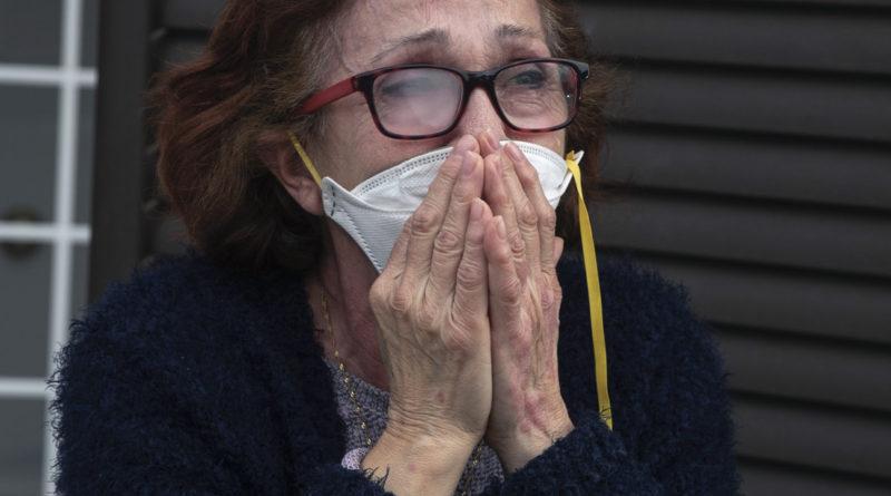 España registra 410 nuevas muertes en un día por coronavirus, la cifra más baja en casi un mes