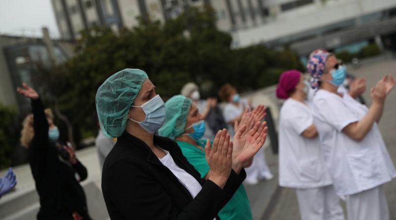 La cifra de fallecidos diarios en España baja a 399 pero supera ya los 200.000 infectados