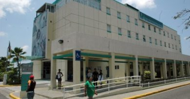 Buscan familiares de mujer ingresada al hospital Marcelino Vélez Santana