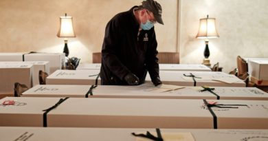 Miles de muertos por COVID - 19 arden en cajas de cartón y llamas en crematorios de Estados Unidos