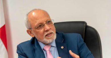 Danilo confirma a Pedro Luis Castellanos como superintendente de Salud