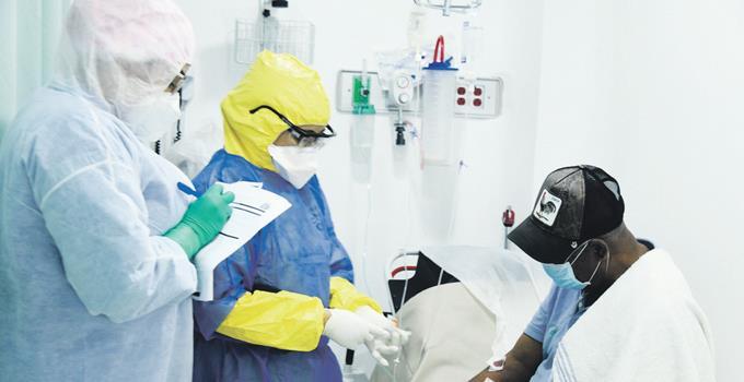 El país registra tres muertes y 178 contagios en el personal de salud