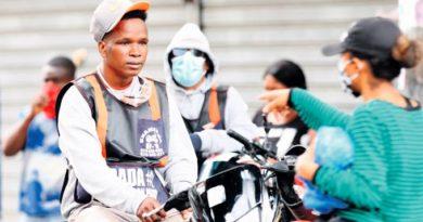 La población ante un dilema: usa mascarillas o paga una multa