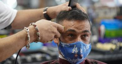 Dos peluqueras infectadas con coronavirus usaron mascarillas y no contagiaron a ninguno de sus 139 clientes