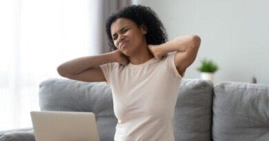 ¿Cómo calmar el dolor de cuello y hombros?