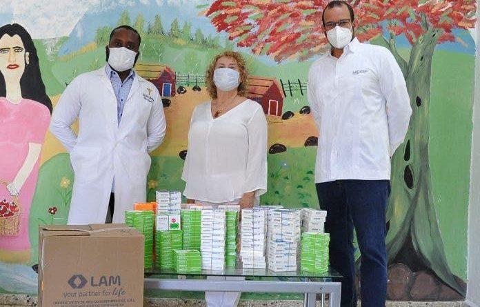 Laboratorios LAM dona fármacos al Hospital Padre Billini