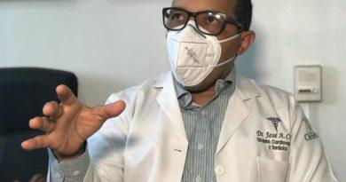Centros de Santiago están desbordados de pacientes con Covid-19