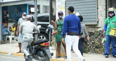 La venta informal de mascarillas se vuelve tendencia en las calles y avenidas del país
