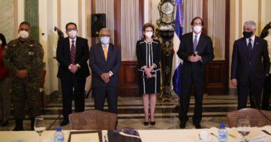 Equipos de salud de gobiernos entrante y saliente analizan situación de la pandemia