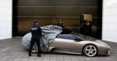 Recibe ayuda del Gobierno por el covid-19 y se compra un Lamborghini