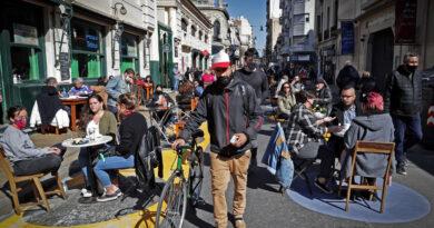Quema de cubrebocas y aglomeraciones en las calles: el preocupante panorama de la pandemia en Buenos Aires