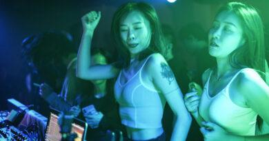 Así son las fiestas en clubes de Wuhan, epicentro original de la pandemia de coronavirus