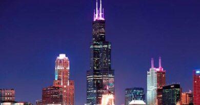 Más de 100 edificios en EEUU se iluminan por el cáncer de mama metastásico
