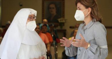 Vicepresidenta encabeza jornada de afiliación al Senasa en centro geriátrico en Jarabacoa