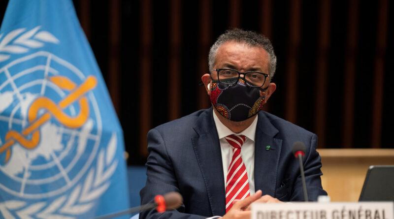 """El jefe de la OMS advierte que aunque el mundo está cansado del covid-19, el virus """"no está cansado de nosotros"""""""