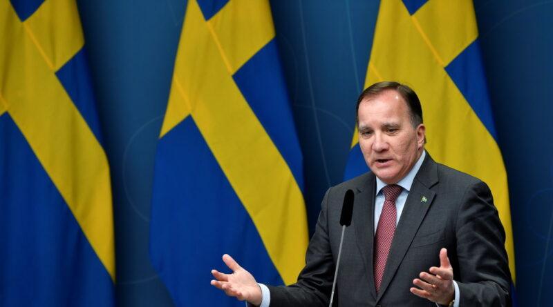 """Suecia """"está avanzando hacia tiempos más oscuros"""" en la propagación del coronavirus, alerta su primer ministro"""
