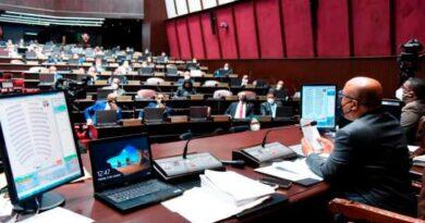 Diputados aprueban contrato para comprar 10 millones de vacunas contra el COVID-19