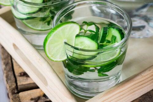 Aguas detox: 2 beneficios y mitos