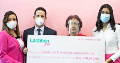 Lactibón Fem hace entrega de donativo para prevención del cáncer de mama