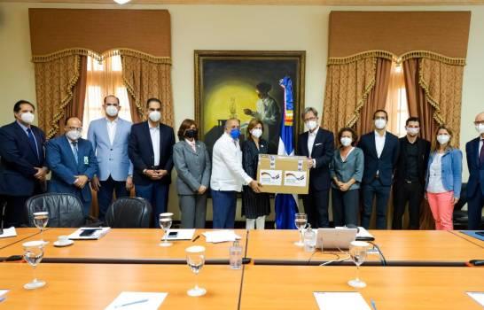 Alemania dona cien mil pruebas PCR a República Dominicana