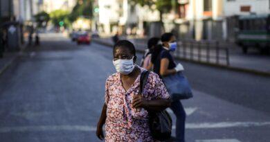 Se rehúsan al uso de doble mascarilla por cepa del covid-19, como recomendó Dr. Puello Herrera