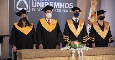 Gradúan 12 nuevos profesionales en Medicina