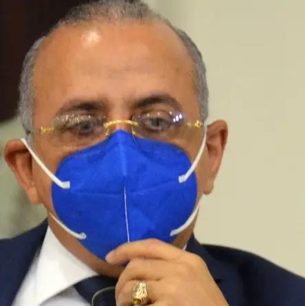 Ministro Arias aclara permiso es solo para vacuna de Oxford