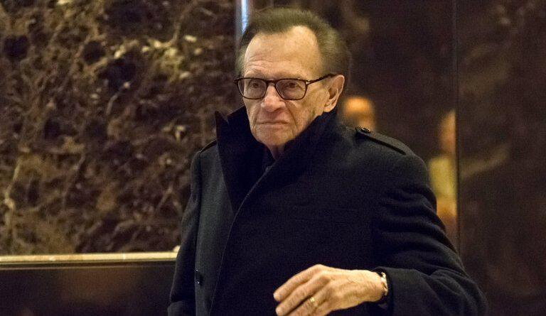 El periodista Larry King fue hospitalizado en Los Ángeles por COVID-19