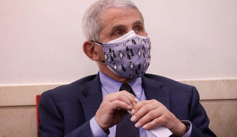 Anthony Fauci dijo que los CDC podrían recomendar usar dos mascarillas para combatir el virus