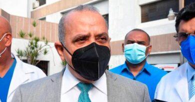 Abinader destituye a Plutarco Arias como ministro de Salud